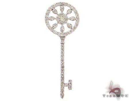 Marvelous Key Pendant Stone