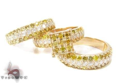 Yellow Gold Round Cut Prong Diamond Ring Set Engagement