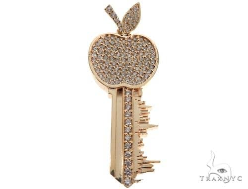 New York Skyline Key Diamond Pendant 64381 Stone