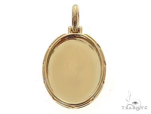 18K Yellow Gold Oval Special Edition Photo Pendant Engraved Frame Metal