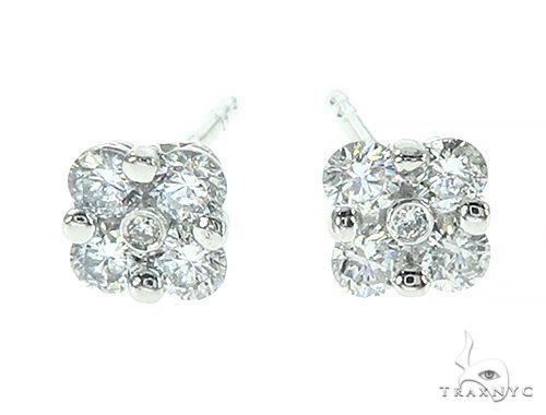 14K White Gold Diamond Flower Stud Earrings Stone