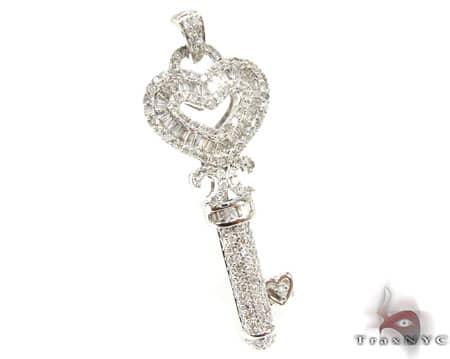 WG Golden Heart Key Pendant Style
