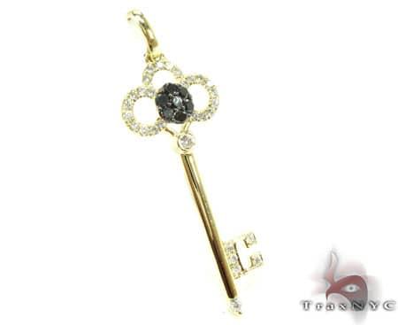 YG Tri-Leaf Key Pendant Stone