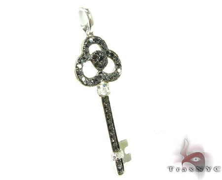 BG Tri-Leaf Key Pendant Stone