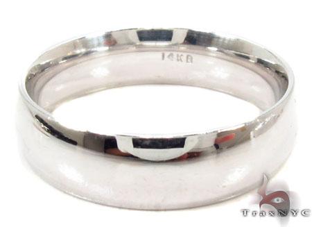 Mens Simply Elegant White Gold Wedding Ring Style
