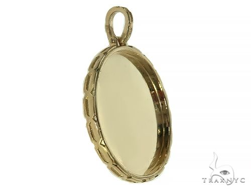 14K Yellow Gold Special Edition Round Photo Pendant Edged Frame 66163 Metal