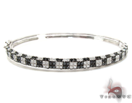 18K Gold Black and White Diamond Bangle Bracelet 25580 Diamond