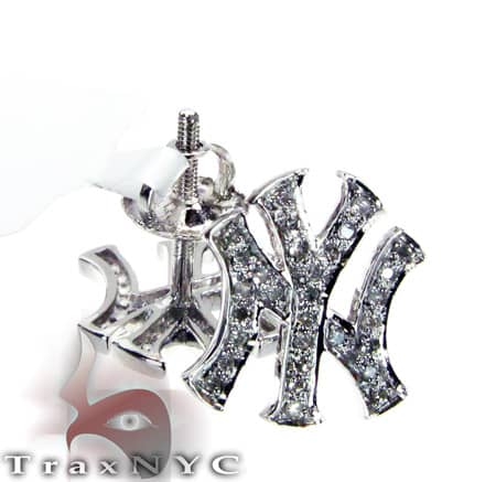 14K White Gold Yankee Diamond Stud Earrings Stone