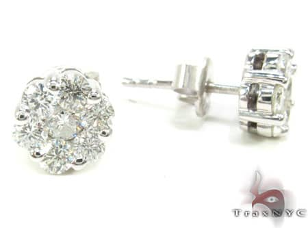 VS2 Round Cut Stud Earrings Stone