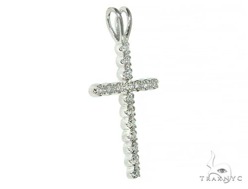 Small Round Cut Cross 4 Diamond