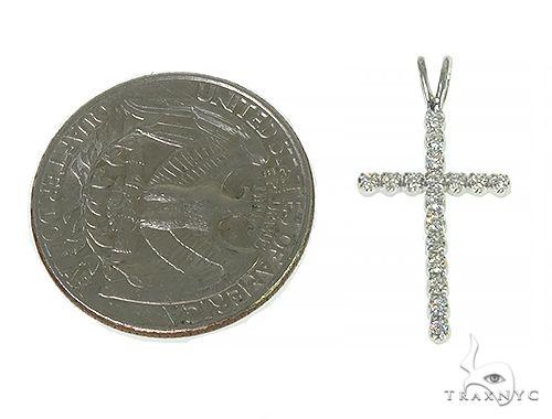 Small Round Cut Cross 4 Diamond