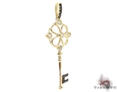 Yellow Gold Round Cut Bezel Prong Diamond Key Pendant Style